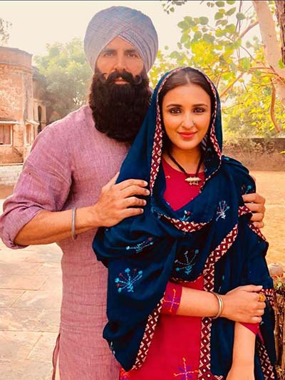 akshaykumar-parineeti-firstlook-in-kesri-thelastreview